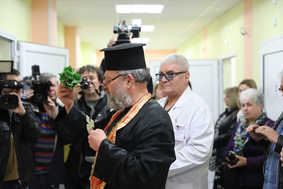 """Photo of Професор ортопед с русенски корен и негов колега индиец работят в новото отделение на """"Медика"""""""