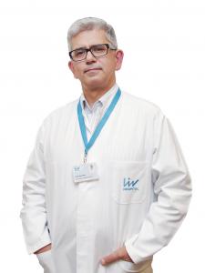 Проф. Хилми Апак е специалист с международен авторитет в областта на детската онкология и хематология, а от 4 години насам работи във високотехнологична болница Liv Hospital Ulus в Истанбул.