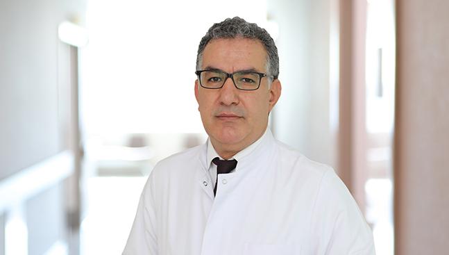 """Проф. Сюмер пристига у нас по покана на Здравен информационен център """"Медикъл Караджъ"""", в рамките на инициативата им да предоставят достъп на българските пациенти до най-съвременните методи в медицината."""