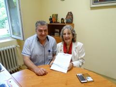 Г-жа Дагуел организира няколко английски Ротари клуба да съберат хуманитарната помощ специално за русенската болница.