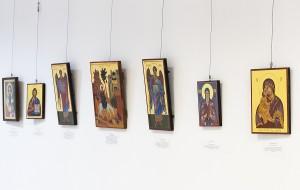Какво представлява православната икона, как да формираме отношение към нея, има ли чудодейна сила иконата и на ред други въпроси отговарят  две русенски иконографки