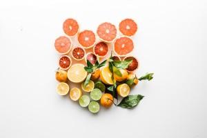 •Когато консумирате цитрусов плод, не го смучете и не го задържайте дълго в устата.
