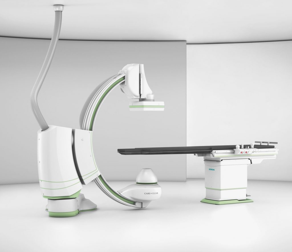 Ангиографската система разполага с интегрирано 3D изобразяване, което предоставя едновременна обработка на текущо преглеждания пациент и един допълнителен пациент.