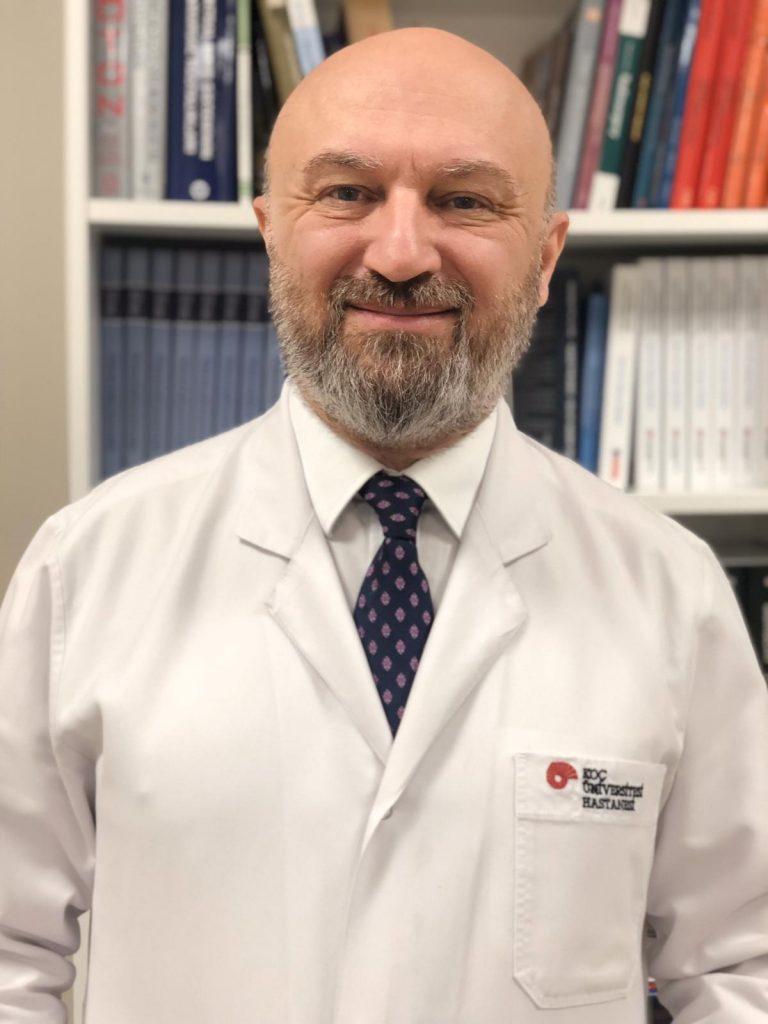 В дългогодишната си кариера проф. Селчук Пекер е натрупал опит в радиохирургията с над 9000 пациенти, което го нарежда сред най-опитните специалисти в света.
